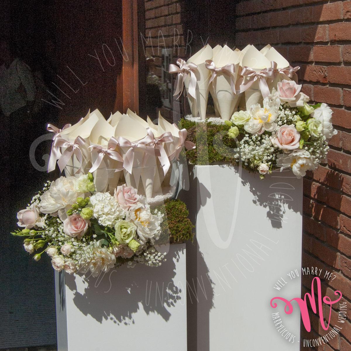 fiori esterno chiesa matrimonio