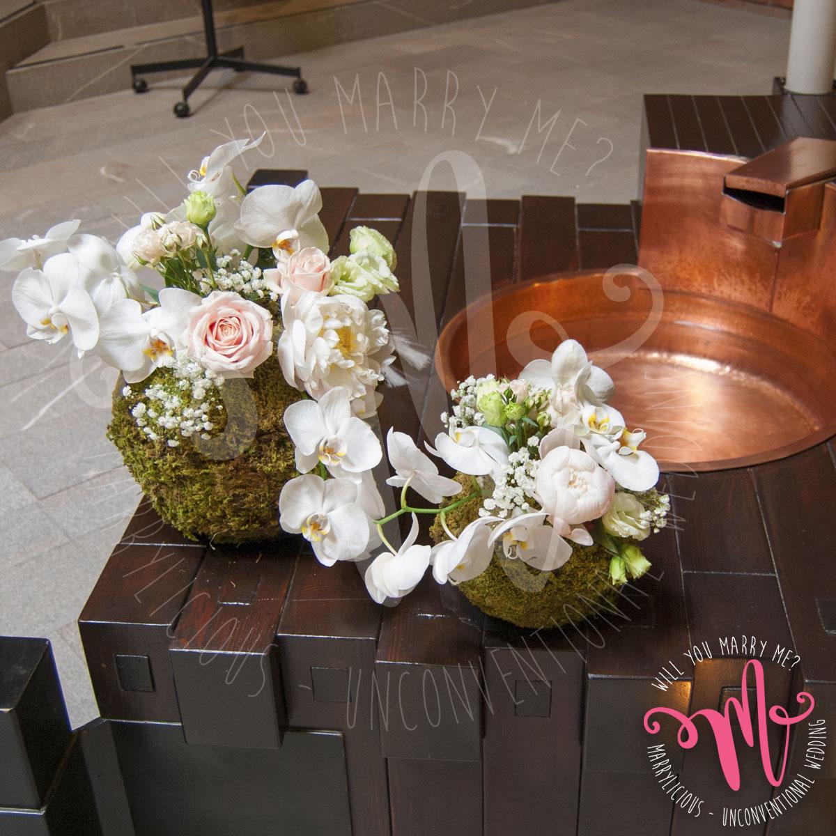 fiori fonte battesimale