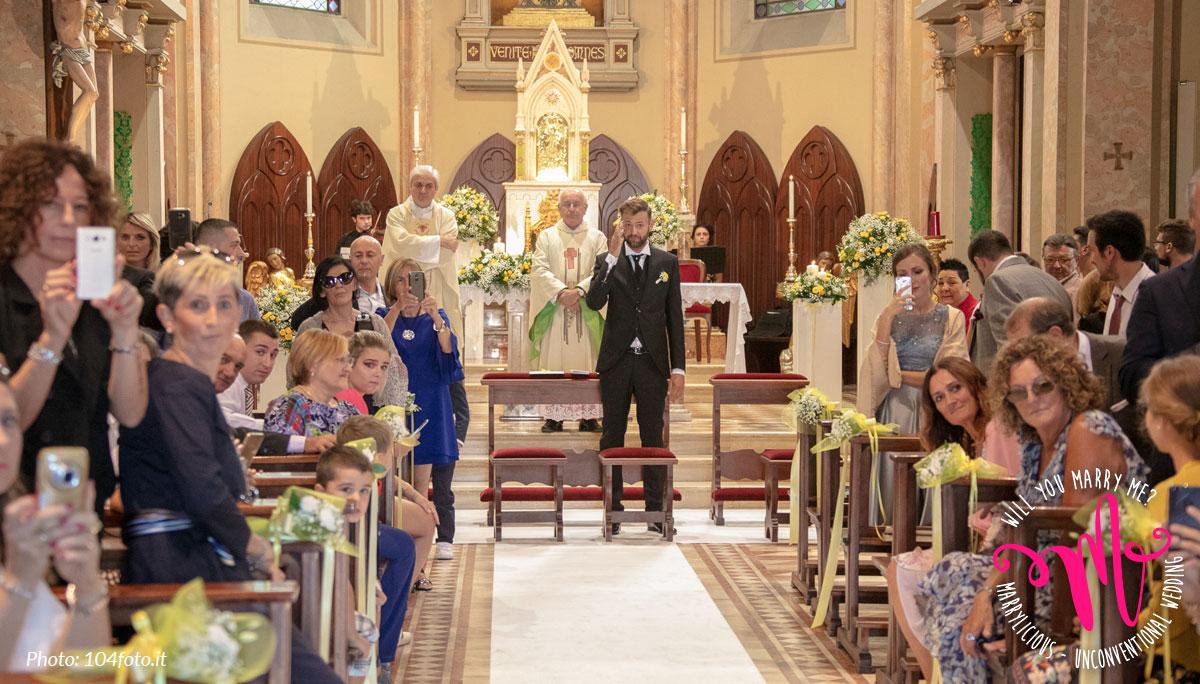 sposo attende sposa