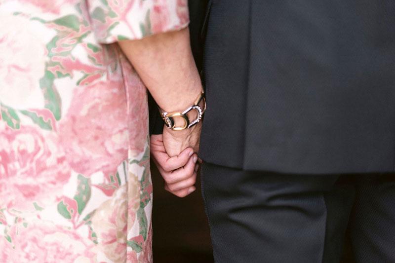 sposo e mamma mani