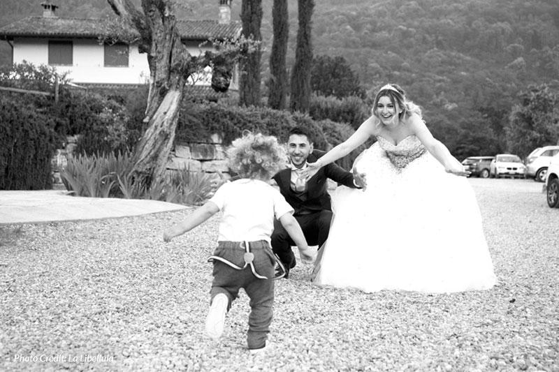 sposi con bimbo