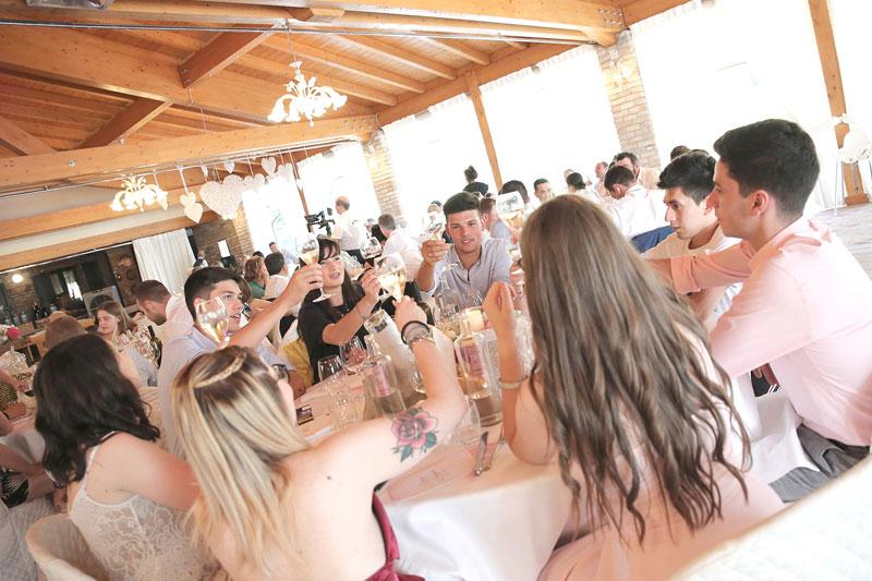 tavolo invitati festa